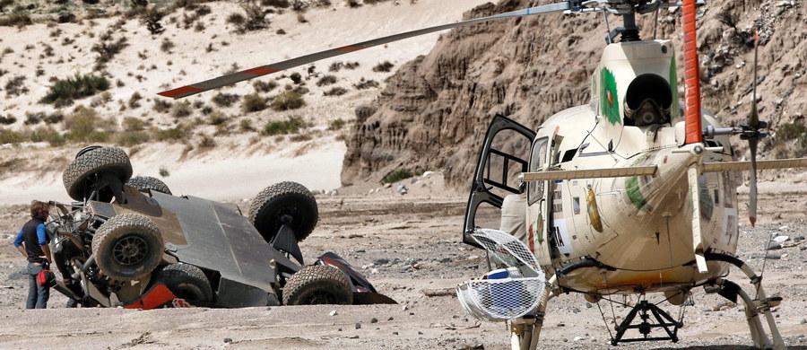 Utytułowany francuski kierowca Sebastien Loeb miał wypadek na ósmym etapie Rajdu Dakar i obecnie jest ósmy z dużą stratą do lidera, swojego rodaka Stephane'a Peterhansela. Świetnie spisał się Jakub Przygoński, który po przejechaniu piaszczystego odcinka specjalnego długości 394 km z metą w argentyńskim Belen utrzymał 15. pozycję.