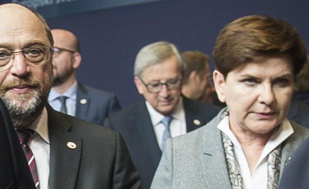 """""""Ze strony Unii Europejskiej i Niemiec Polsce nie grożą żadne sankcje. To jest tylko takie gadanie"""" – mówi gość """"Dania do Myślenia"""" w RMF Classic, korespondentka prasy niemieckiej w Polsce, Gabriele Lesser. Sankcje miałyby być odpowiedzią na zmiany w Trybunale Konstytucyjnym i mediach publicznych. Polska demokracja sterowana w stylu putinowskim, według szefa Parlamentu Europejskiego? """"Martin Schulz nic odkrywczego nie powiedział. W Polsce mówi się tak samo. Jedna strona zarzuca drugą stronę, że to są putiniści, czy bolszewicy"""" – odpowiada dziennikarka. """"Jesteśmy 70 lat po wojnie, więc dlaczego jedna strona ma nic nie mówić i musi siedzieć cicho?"""" – pyta gość RMF Classic. Lesser zaznacza, że w ostatnim czasie zainteresowanie Polską bardzo wzrosło. """"Widzę, jak dużo ludzi znów zaczyna czytać moje artykuły. Zainteresowanie jest gigantycznie, a ludzie zaczynają się dobrze orientować"""" – komentuje korespondentka niemieckiej prasy."""
