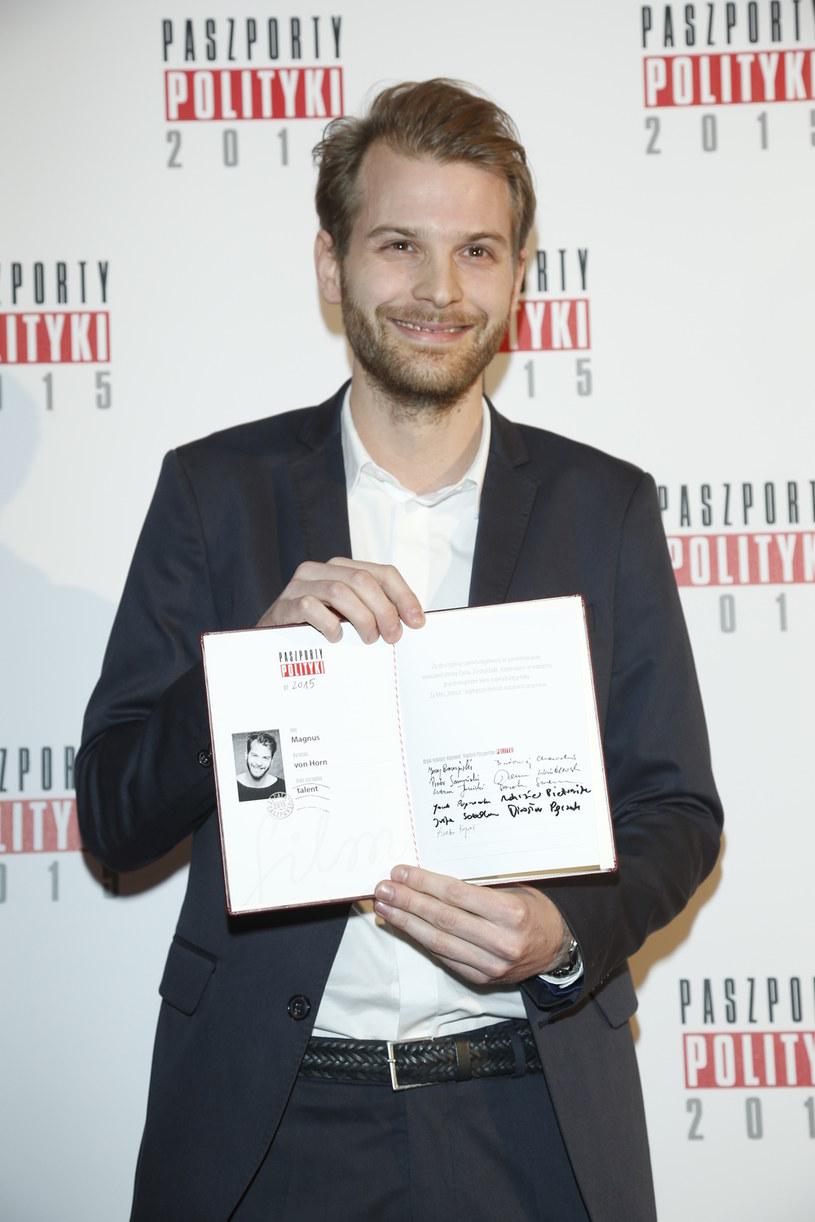 """Magnus von Horn, reżyser filmu """"Intruz"""", został laureatem Paszportu Polityki w kategorii """"film"""". """"Za dyscyplinę i powściągliwość w penetrowaniu mrocznej strony życia. Za dojrzałe, trzymające w napięciu psychologiczne kino najwyższej próby""""- brzmi uzasadnienie werdyktu."""