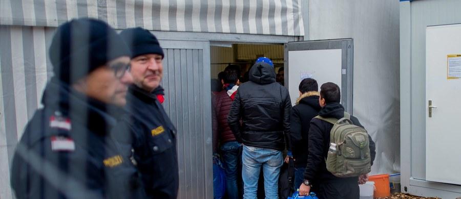 Osoby, które ubiegają się o azyl w Danii, nie będą musiały najprawdopodobniej oddawać obrączek, niezależnie od ich wartości. To zapowiedź duńskiej minister ds. imigracji i integracji Inger Stojberg, która nawiązała do przygotowywanej ustawy azylowej.