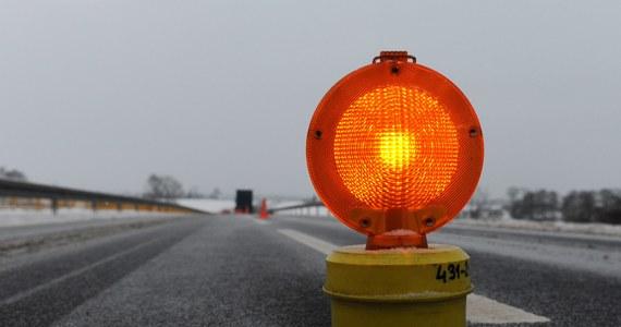 To trudna noc dla kierowców. W całym kraju są trudne warunki podróżowania - na drogach tworzy się gołoledź.