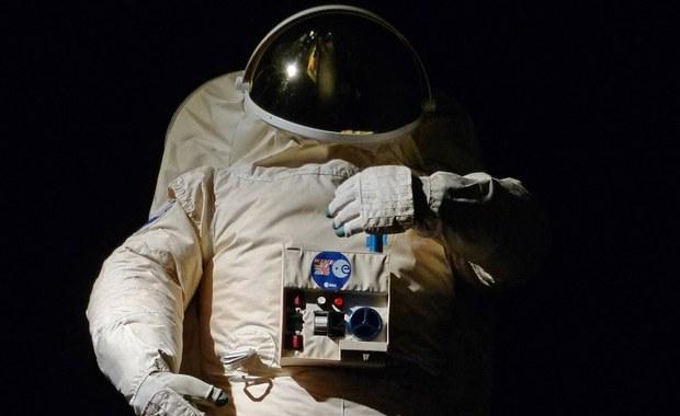 Dwie godziny krócej niż planowano trwał kosmiczny spacer dwóch astronautów z Międzynarodowej Stacji Kosmicznej (ISS). To dlatego, że jeden z nich zgłosił, iż w hełmie zaczyna mu się zbierać woda - poinformowała NASA.