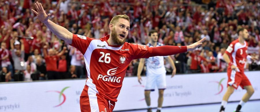 Polscy piłkarze ręczni pokonali w Krakowie Serbię 29:28 (14:15) w swoim pierwszym występie w mistrzostwach Europy, które rozpoczęły się w piątek. W drugim meczu grupy A Francja pokonała 30:23 Macedonię, która w niedzielę będzie rywalem biało-czerwonych.