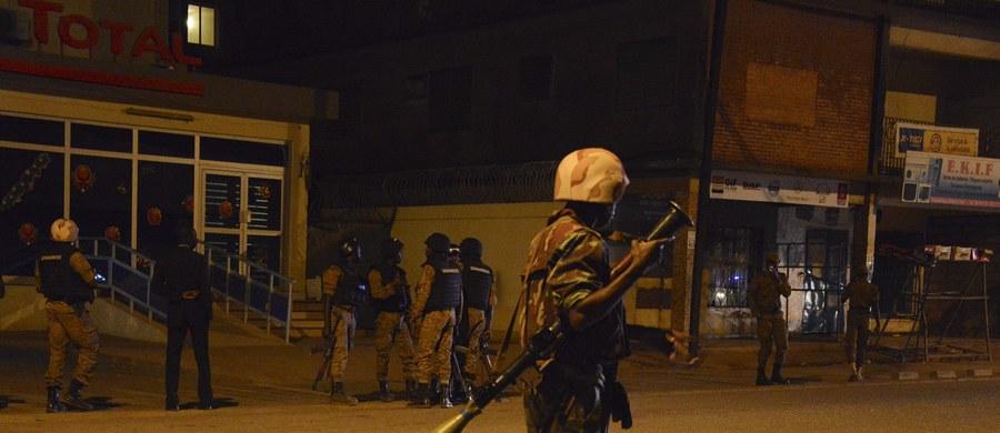 Po 6 godzinach siły bezpieczeństwa zakończyły akcję odbijania hotelu z rąk zamachowców w stolicy Burkina Faso – Wagadugu. Uwolniono 126 zakładników i zabito 3 napastników. Co najmniej 22 osób zginęło, a 33 są ranne.