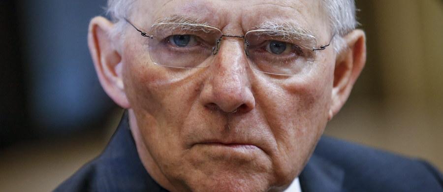 Minister finansów Niemiec Wolfgang Schaeuble wycofał się pod presją własnej partii CDU z pomysłu wprowadzenia w Unii Europejskiej dodatkowego podatku na paliwa w celu uzyskania środków finansowych na rozwiązanie problemu imigrantów w Europie.