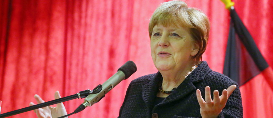 """Premier Bawarii Horst Seehofer postawił kanclerz Angeli Merkel ultimatum. Jeżeli rząd nie zaprowadzi porządku na granicach, władze Bawarii skierują sprawę do Federalnego Trybunału Konstytucyjnego - grozi Seehofer cytowany przez tygodnik """"Der Spiegel""""."""