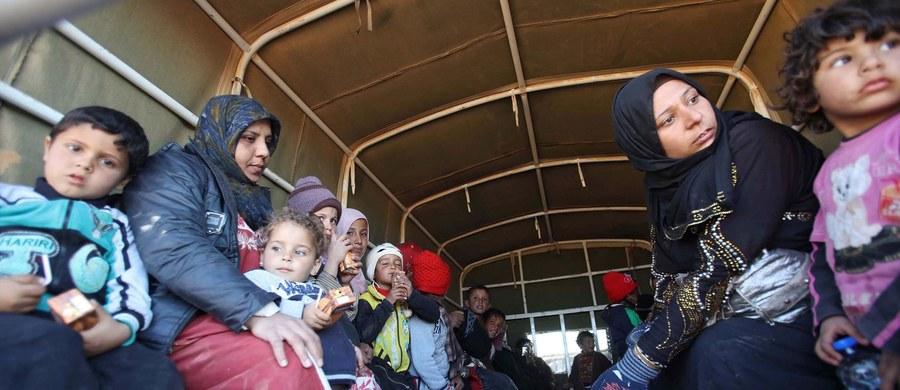 Od 15 do 20 osób zmarło z głodu w ubiegłym roku w mieście Dajr az-Zaur na północnym wschodzie Syrii - poinformowała ONZ. Organizacja zastrzegła, że dane te są niesprawdzone. Obecnie 200 tys. osób cierpi w tym mieście z powodu poważnych braków żywności.