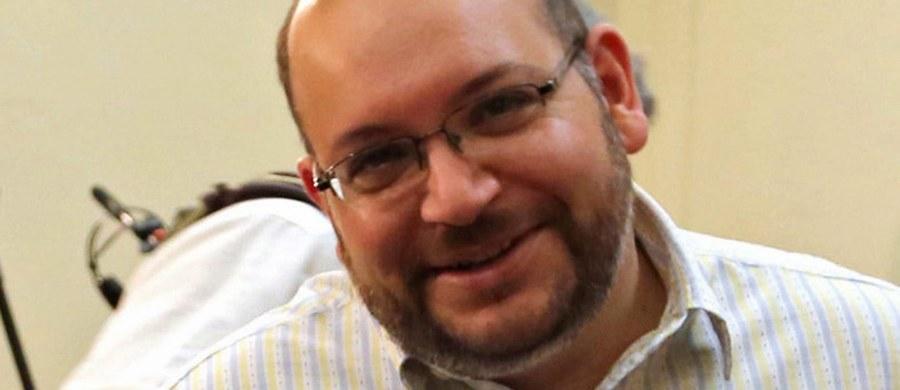 """Władze Iranu uwolniły czterech więźniów mających podwójne amerykańsko-irańskie obywatelstwo, w tym korespondenta """"Washington Post"""" w Teheranie Jasona Rezaiana. W ramach wymiany USA zapowiedziały zwolnienie ze swych więzień siedmiu Irańczyków."""
