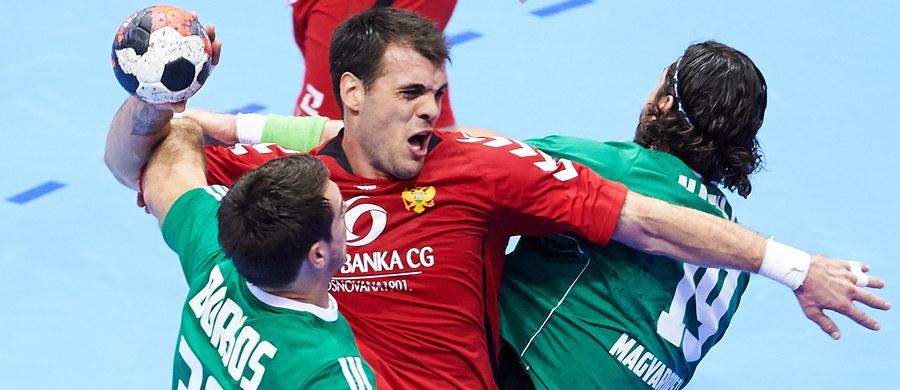 Węgry pokonały w Gdańsku Czarnogórę 32:27 (16:12) w pierwszym meczu grupy D mistrzostw Europy piłkarzy ręcznych. Najwięcej bramek dla Węgrów: Bence Banhidi 7, Gabor Ancsin i Iman Jamali po 5 oraz Gergo Ivancsik 4; dla Czarnogóry: Vuko Borozan 7, Stefan Cavor 5 i Nemanja Grbovic po 5.