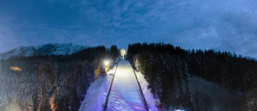 8 reprezentacji wystąpi dziś w konkursie drużynowym mistrzostw świata w lotach narciarskich na skoczni Kulm w austriackim Bad Mitterndorf. Pierwsza seria zaplanowana jest na godz. 14.15.