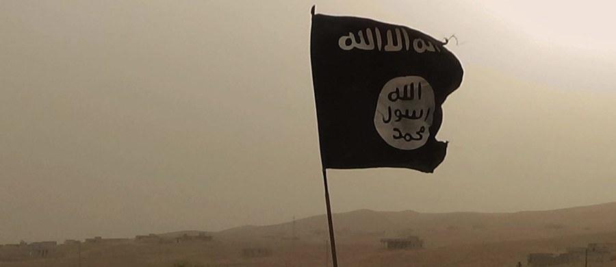 Terroryści z tzw. Państwa Islamskiego uprowadzili co najmniej 400 cywilów z miasta Daj az-Zaur na wschodzie Syrii po dokonaniu ataku na terytoria znajdujące się pod kontrolą sił rządowych - podało Syryjskie Obserwatorium Praw Człowieka. Wsród porwanych mają być rodziny prorządowej syryjskiej milicji, walczącej z dżihadystami o utrzymanie Dajr az-Zaur.