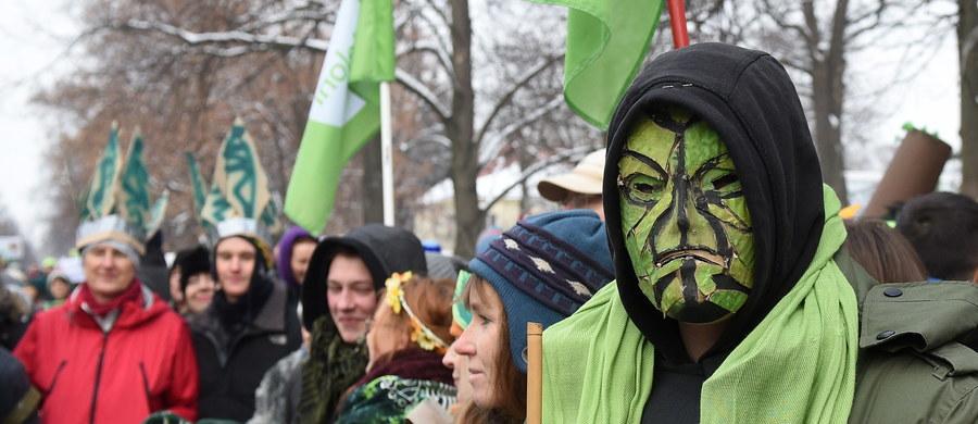 W obronie Puszczy Białowieskiej zorganizowano w Warszawie tzw. marsz entów. Zdaniem organizatorów marszu – na którym pojawiło się kilkaset osób – ten najstarszy w Europie las jest zagrożony.