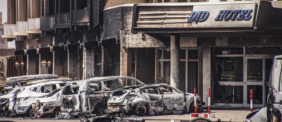 Co najmniej 14 cudzoziemców jest wśród 29 ofiar śmiertelnych piątkowego zamachu dżihadystów w stolicy Burkina Faso, Wagadugu – poinformował szef MSW tego kraju Simon Compaore. Dodał także, że jak na razie siedem ciał nie zostało zidentyfikowanych.