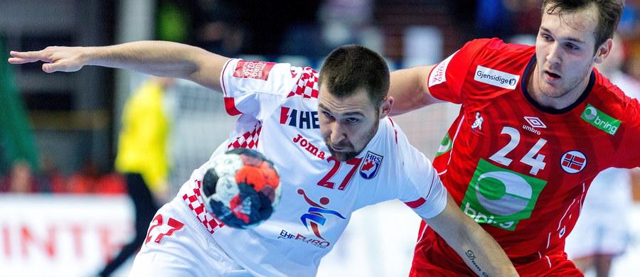 Norwegia pokonała Chorwację 34:31 (16:17) w katowickim Spodku w drugim niedzielnym meczu grupy B mistrzostw Europy piłkarzy ręcznych. We wcześniejszym spotkaniu tej grupy Białoruś wygrała z Islandią 39:38 (17:18).