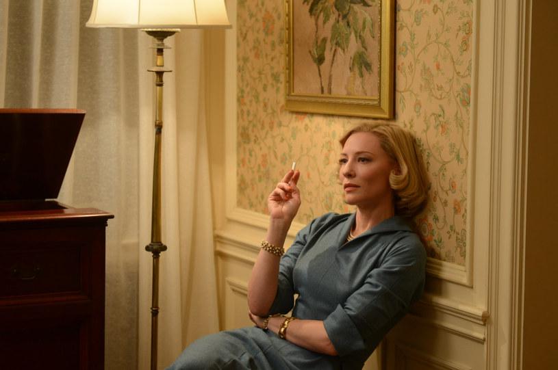 """Film """"Carol"""" został wybrany najlepszą produkcją minionego roku przez Amerykańskie Stowarzyszenie Krytyków Gejów i Lesbijek (Gay and Lesbian Entertainment Critics Association Awards)."""