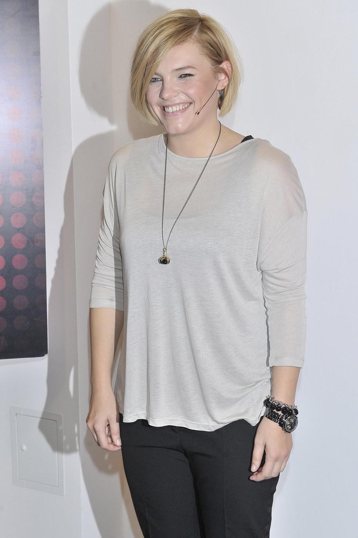 """Ania Dąbrowska ujawniła datę premiery oraz okładkę nowego albumu. """"Dla naiwnych marzycieli"""", bo taki tytuł otrzymała płyta wokalistki, ukaże się 4 marca."""