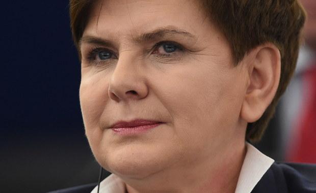 """""""Wielu polskich obywateli ma dzisiaj poczucie tego, że muszą mieć wreszcie stworzone równe szanse"""" - mówiła premier Beata Szydło na otwarciu debaty poświęconej Polsce w Parlamencie Europejskim. Szefowa rządu zapewniła, że wszelkie reformy przeprowadzane przez nowe władze są wdrażane zgodnie z prawem, konstytucją i traktatami europejskimi.  """"Na te dobre zmiany umówiliśmy się z Polakami"""" - podkreśliła szefowa rządu."""