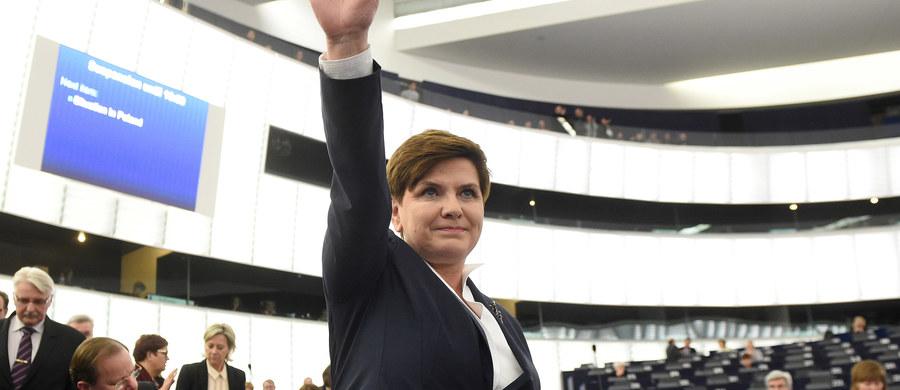 To było bezsprzecznie zwycięstwo polskiej premier. To ona nadała ton debacie w Parlamencie Europejskim - spokojny, rozważny, z dystansem. Stwierdzając, że Polska jest i będzie członkiem Unii Europejskiej, premier Szydło wytrąciła wiele argumentów tym, którzy szykowali się do ataku.