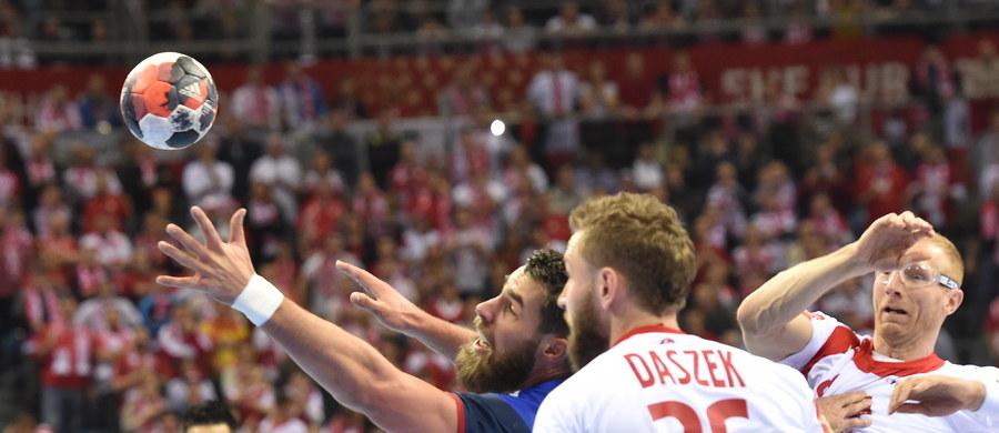Polscy piłkarze ręczni pokonali w Krakowie Francję 31:25 (15:12) w swoim trzecim występie w mistrzostwach Europy i zajęli pierwsze miejsce w końcowej tabeli grupy A. Już wcześniej zapewnili sobie awans do drugiej rundy grupowej turnieju.