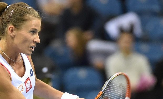 """Rozstawione z """"16"""" Alicja Rosolska i Kanadyjka polskiego pochodzenia Gabriela Dabrowski przegrały z brytyjskimi tenisistkami Johanną Kontą i Heather Watson 1:6, 6:7 (7-9) w pierwszej rundzie debla wielkoszlemowego turnieju Australian Open w Melbourne"""