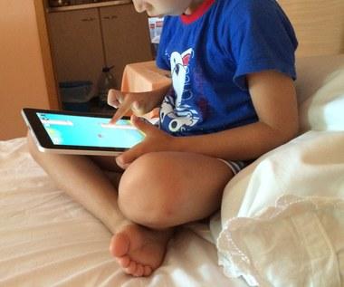 Tak, stosuję bardzo restrykcyjne zasady (np. tylko pół godziny dziennie, wyłącznie w weekendy), Tak, ale decyzję podejmuję w zależności od okoliczności, Nie, dziecko korzysta z komputera, tabletu, smartfona itp. tak długo jak chce