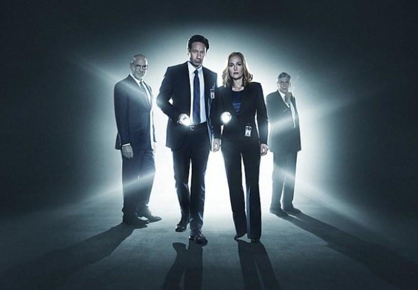 """Agenci FBI Mulder i Scully znów usiłują wyjaśnić to, co niewytłumaczalne. Jeden z najsłynniejszych seriali w historii, """"Z Archiwum X"""", wraca w nowej odsłonie!"""
