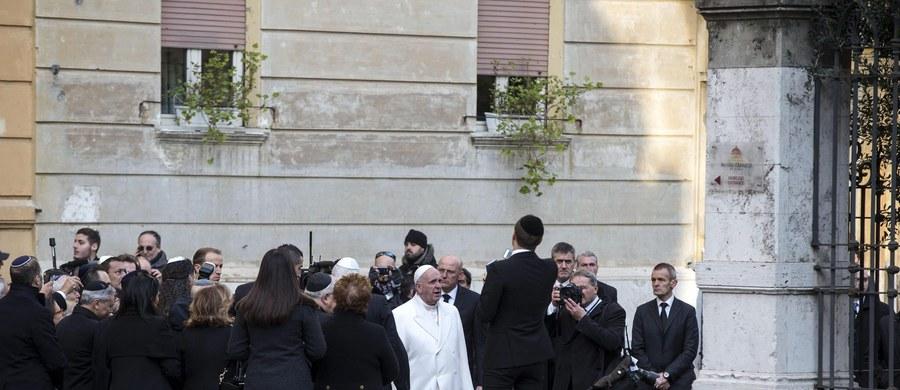Watykan zaoferował gościnę bezdomnej Rumunce, która w nocy urodziła dziecko tuż koło placu Świętego Piotra. Propozycję zamieszkania w domu kościelnym przedstawił jej w imieniu Franciszka papieski jałmużnik abp Konrad Krajewski.