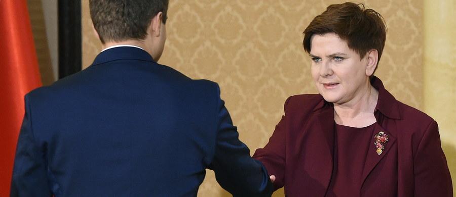 """""""Platforma działa na rzecz rezolucji europejskiej przeciwko Polsce, to widać w ich postępowaniu"""" – mówiła Beata Szydło po spotkaniu z przedstawicielami klubów parlamentarnych. Premier dodała również, że ze strony opozycji nie ma woli przystąpienia do wspólnej pracy nad szukaniem kompromisu politycznego. Głównym tematem dzisiejszego spotkania, oprócz spraw związanych z Trybunałem, była także kwestia wtorkowej debaty w Parlamencie Europejskim."""