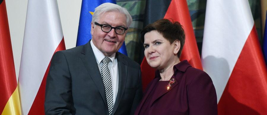 """12 lutego premier Beata Szydło złoży wizytę w Berlinie, podczas której spotka się z kanclerz Niemiec Angelą Merkel. """"Moja wizyta w Berlinie jest przygotowywana, odbędzie się 12 lutego. Oczywiście spotkam się z panią kanclerz"""" - poinformowała Szydło na konferencji prasowej. Dzisiaj po południu premier spotkała się z przebywającym w Warszawie szefem niemieckiej dyplomacji Frankiem-Walterem Steinmeierem."""