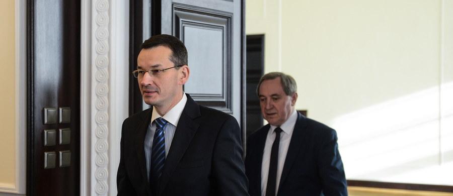 O nowych i już zrealizowanych inwestycjach w Polsce rozmawiał w Davos z przedstawicielami największych światowych korporacji wicepremier, minister rozwoju Mateusz Morawiecki. Jak powiedział, światowy biznes jest zainteresowany inwestowaniem nad Wisłą. Dodał, że podczas rozmów nie padło żadne pytanie o ostatnio obniżony przez Standard&Poor's rating Polski.