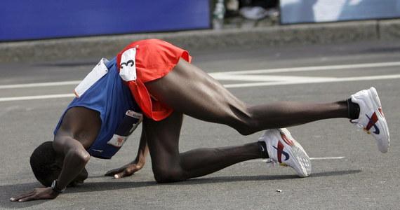 Dwóch biegaczy pozwało organizatorów maratonu nowojorskiego za to, że o starcie w imprezie decyduje specjalna loteria. Ich zdaniem narusza to prawo stanu Nowy Jork, zgodnie z którym tylko sam stan może organizować loterie.