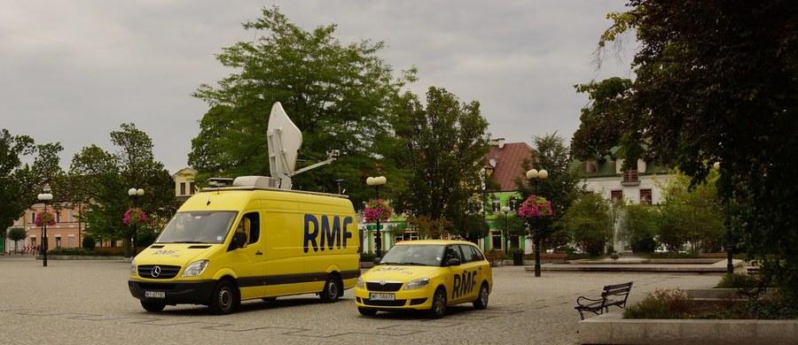 Nidzica w woj. warmińsko-mazurskim będzie tym razem Twoim Miastem w Faktach RMF FM! Tak zdecydowaliście w głosowaniu na RMF 24. Już w sobotę przyjedzie tam nasz żółto-niebieski wóz satelitarny. Odkryjemy dla Was tajemnice Nidzicy. Opowiemy o lokalnych tradycjach i ciekawostkach. Słuchajcie naszych relacji w Faktach RMF FM!