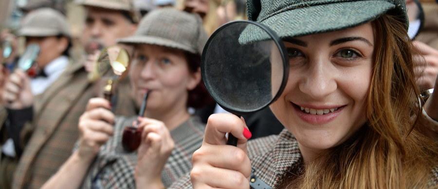 Spotkanie z Sherlockiem Holmesem za 3 tysiące funtów? Tyle kosztuje VIP-owska wejściówka na londyński festiwal miłośników słynnego detektywa, umożliwiająca dostęp do aktorów, którzy zagrali w popularnym serialu o przygodach Holmesa.