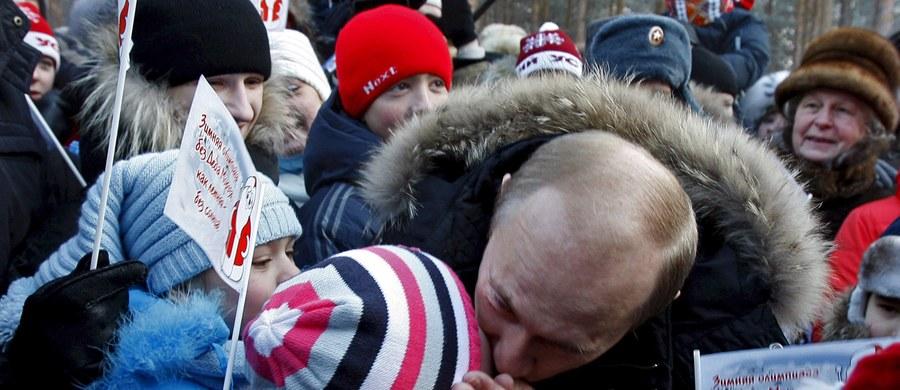 Zamordowany Aleksandr Litwinienko miał zostać otruty, bo m.in. miał wiedzieć o skłonnościach pedofilskich prezydenta Rosji. Tak wynika z brytyjskiego raportu dotyczącego śmierci byłego szpiega KGB, który został otruty rzadkim radioaktywnym izotopem polonu.
