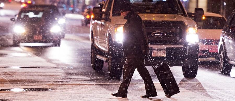 Potężna śnieżyca nadciąga nad wschodnie wybrzeże Stanów Zjednoczonych. W Waszyngtonie już pada śnieg, a według synoptyków ma być go nawet 80 cm.
