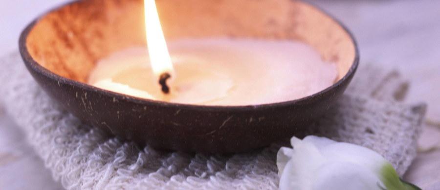 Najnowsze wyniki badań naukowców z brytyjskiego University of York wskazują, że niektóre zapachowe świeczki mogą być groźne dla zdrowia. W procesie spalania mogą wytwarzać niebezpieczne, trujące substancje.