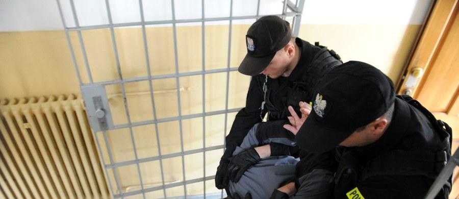 """38 osób zostało zatrzymanych podczas akcji """"BIKE"""" wymierzonej w pedofilów, prowadzonej na terenie niemal całej Polski. Jak dotąd, 3 spośród nich usłyszeli zarzuty, a 7 osób przyznało się do posiadania pornografii dziecięcej."""