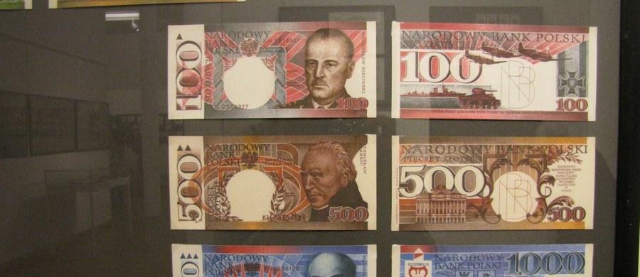 Banknoty to małe dzieła sztuki. Wystawę ich projektów można oglądać w Pałacu Królewskim we Wrocławiu. Od 1960 roku tworzy je grafik Andrzej Heidrich. To pierwsza tak duża retrospektywna wystawa tego artysty.