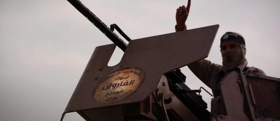 Śledztwo w sprawie Polaka walczącego w szeregach Państwa Islamskiego zostało zawieszone - dowiedział się reporter RMF FM. Chodzi o Adriana al-N., zatrzymanego w połowie ubiegłego roku - według nieoficjalnych informacji - w Jordanii.