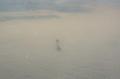 """Niesamowite zdjęcie """"olbrzyma"""" spacerującego w chmurach"""