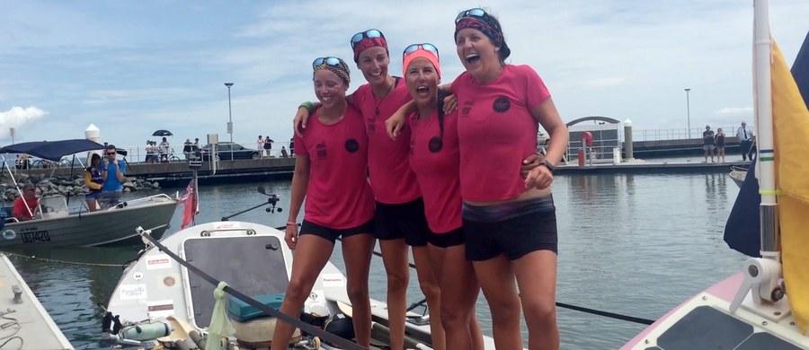 Osada złożona z sześciu Brytyjek przepłynęła Ocean Spokojny z USA do Australii. Pierwszej kobiecej drużynie, której się to udało, podróż zajęła 257 dni.