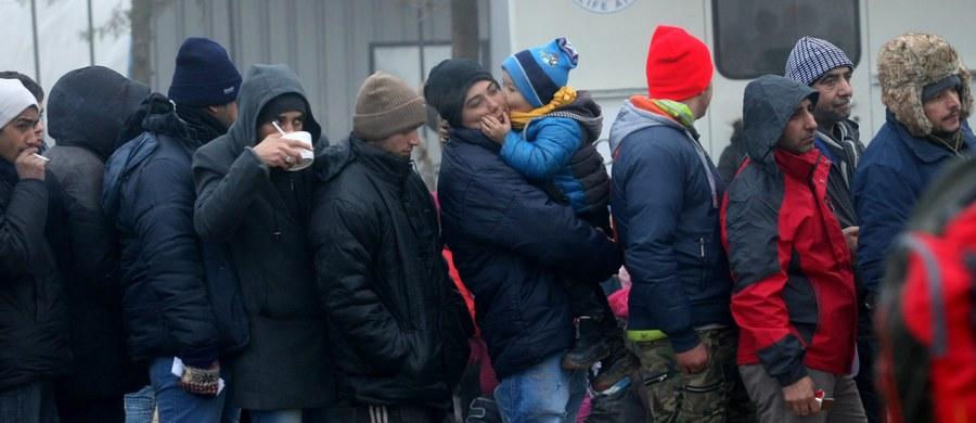 Policja zdementowała informacje o śmierci 24-letniego uchodźcy oczekującego od wielu dni na rejestrację przed Krajowym Urzędem Zdrowia i Spraw Socjalnych (Lageso) w Berlinie. Przed południem informowała o tym agencja dpa powołując się na wolontariusza.