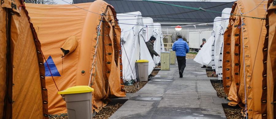 Wolontariusz z Berlina przyznał, że wymyślił historię o śmierci syryjskiego uchodźcy - 24-latek miał umrzeć w stolicy Niemiec po długim oczekiwaniu na zarejestrowanie przed Krajowym Urzędem Zdrowia i Spraw Socjalnych (LaGeSo) w Berlinie. Wolontariusz tą historią ujął miliony Niemców, a informację podały też światowe media.