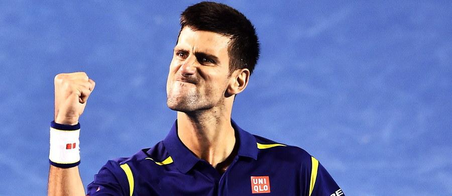 Novak Djokovic pokonał Rogera Federera 6:1, 6:2, 3:6, 6:3 w półfinale wielkoszlemowego Australian Open. 28-letni Serb, który broni tytułu wywalczonego przed rokiem, w finale zmierzy się ze zwycięzcą piątkowego pojedynku Andy'ego Murraya z Milosem Raonicem.