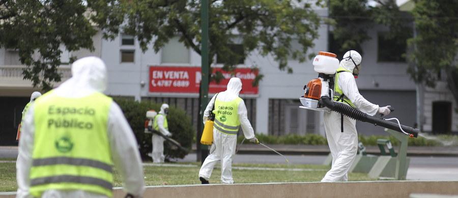 Komisja Europejska chce, by państwa Unii informowały społeczeństwa o ryzyku i o sposobach ochrony przed zarażeniem wirusem Zika. Wirus ten występuje głównie w krajach Ameryki Południowej i jest roznoszony przez komary. Może być groźny dla płodu i wywoływać małogłowie u dzieci. Jak ustaliła nasza korespondentka Katarzyna Szymańska-Borginon, 11 krajów Unii już wydało takie zalecenia dla podróżnych. Polski wśród nich na razie nie ma.