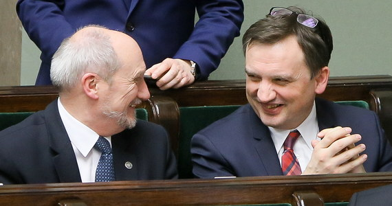 Połączenie funkcji ministra sprawiedliwości i szefa prokuratury przewidują ustawy reformujące prokuraturę, które Sejm przyjął w czwartek wieczorem. Trafią one teraz do Senatu, który w piątek rozpocznie nad nimi prace.