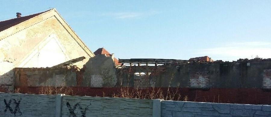 W Grudziądzu w województwie kujawsko-pomorskim zawalił się stary budynek hali przy ulicy Jagiellończyka. Na miejscu jest kilka zastępów straży pożarnej. Informację dostaliśmy od Was na Gorącą Linię RMF FM.
