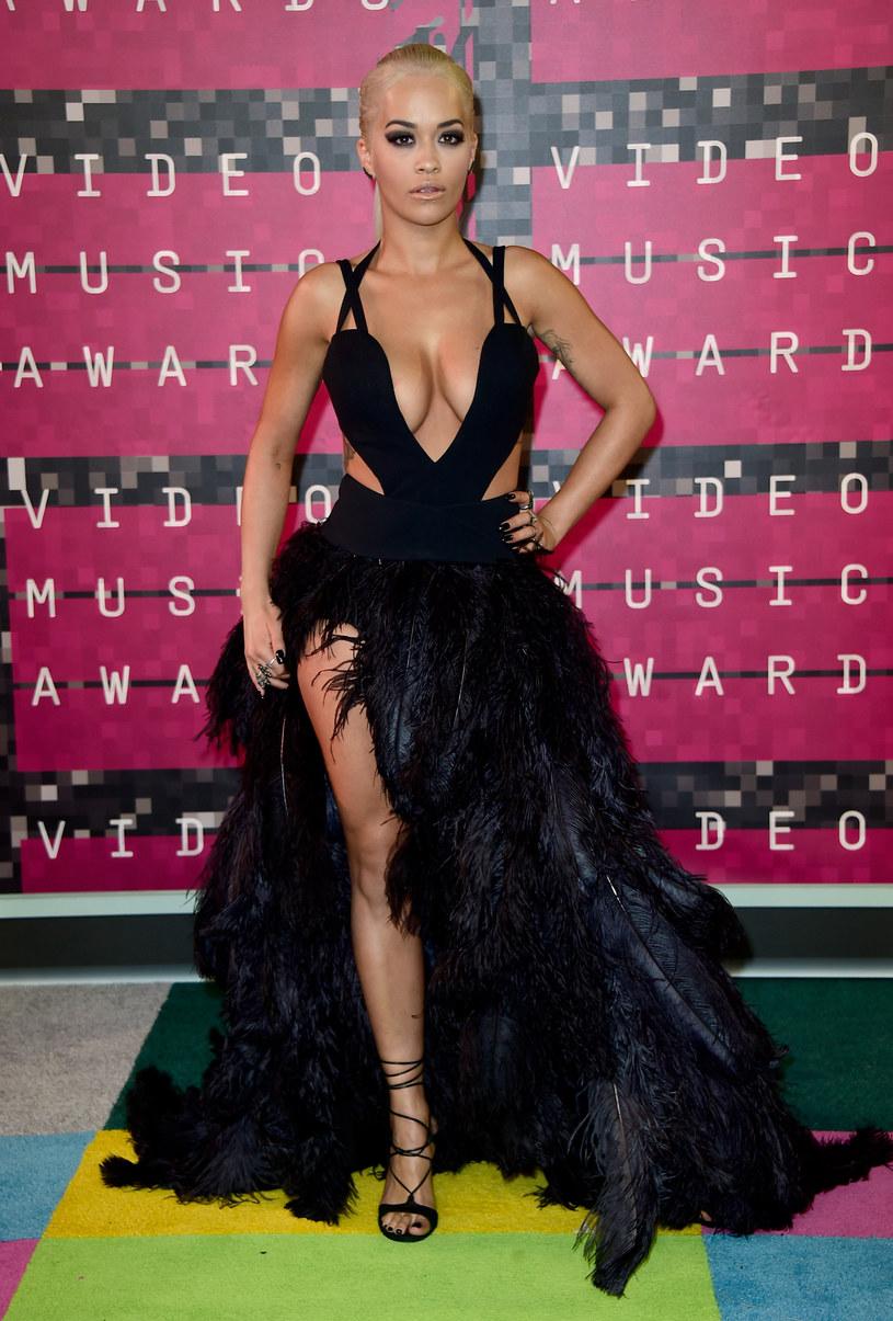 Rita Ora po raz kolejny zdecydowała się na publikację swoich odważnych zdjęć. Wokalistkę sfotografował kontrowersyjny Terry Richardson.