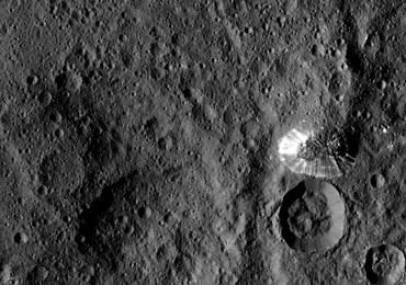 Wirtualny przelot nad powierzchnią Ceres