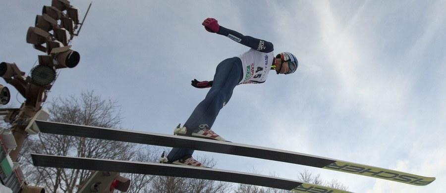 Maciej Kot zajął 12. miejsce w konkursie Pucharu Świata w skokach narciarskich w japońskim Sapporo. To najlepszy wynik Polaków. Triumfował lider klasyfikacji generalnej, Peter Prevc.